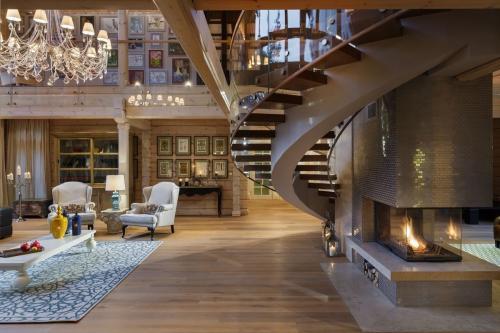 Интерьер в деревянном доме комнаты. Деревянный дом — единство дизайнерской идеи