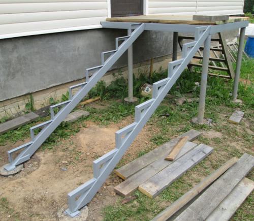 Чертеж крыльца из металла. Как сделать лестницу на крыльцо своими руками?